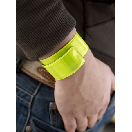 Folding and adaptable armband, for promotional use. To run safely!
