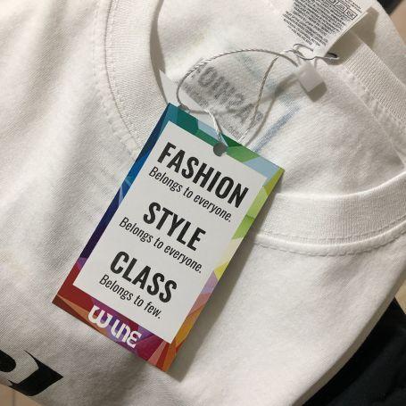 Cartellino personalizzato con buco e filo in nylon