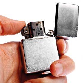 Accendino Zippy in metallo ricaricabile personalizzabile con il tuo logo